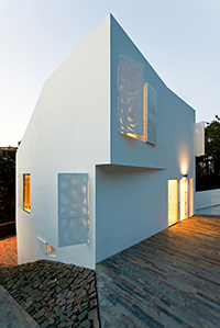 modern-barcelona-house-with-multifaceted-geometry-2-thumb-630x940-18904.jpg