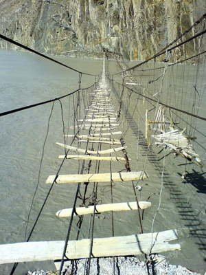 dangerous-rope-bridge-1.jpg