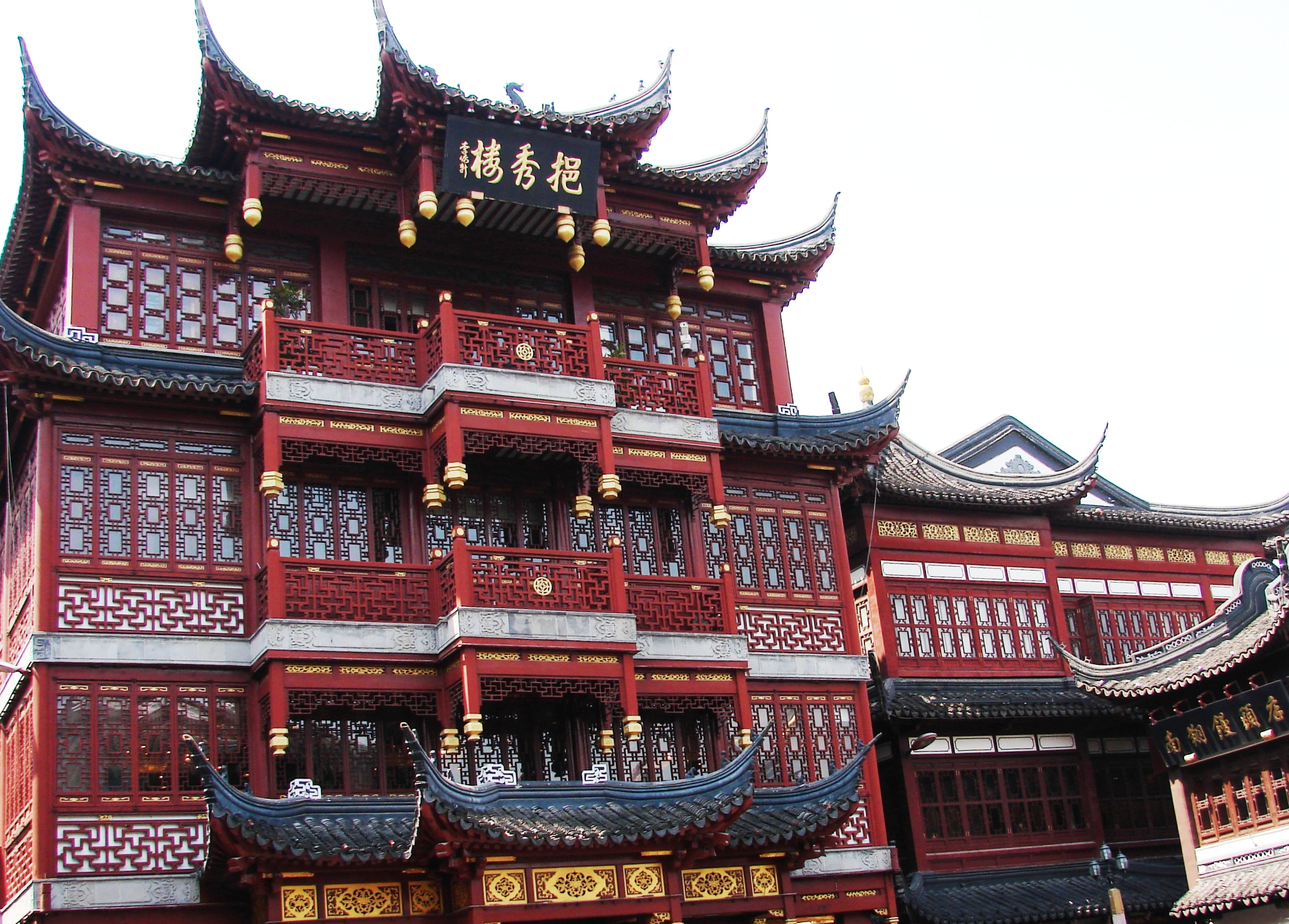 Traditional-architecture-in-shopping-area.jpg
