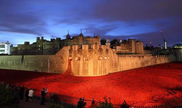 Tower-Of-London-Poppies-to-Be-Allowed-On-World-War-One-Heroes-Graves.jpg