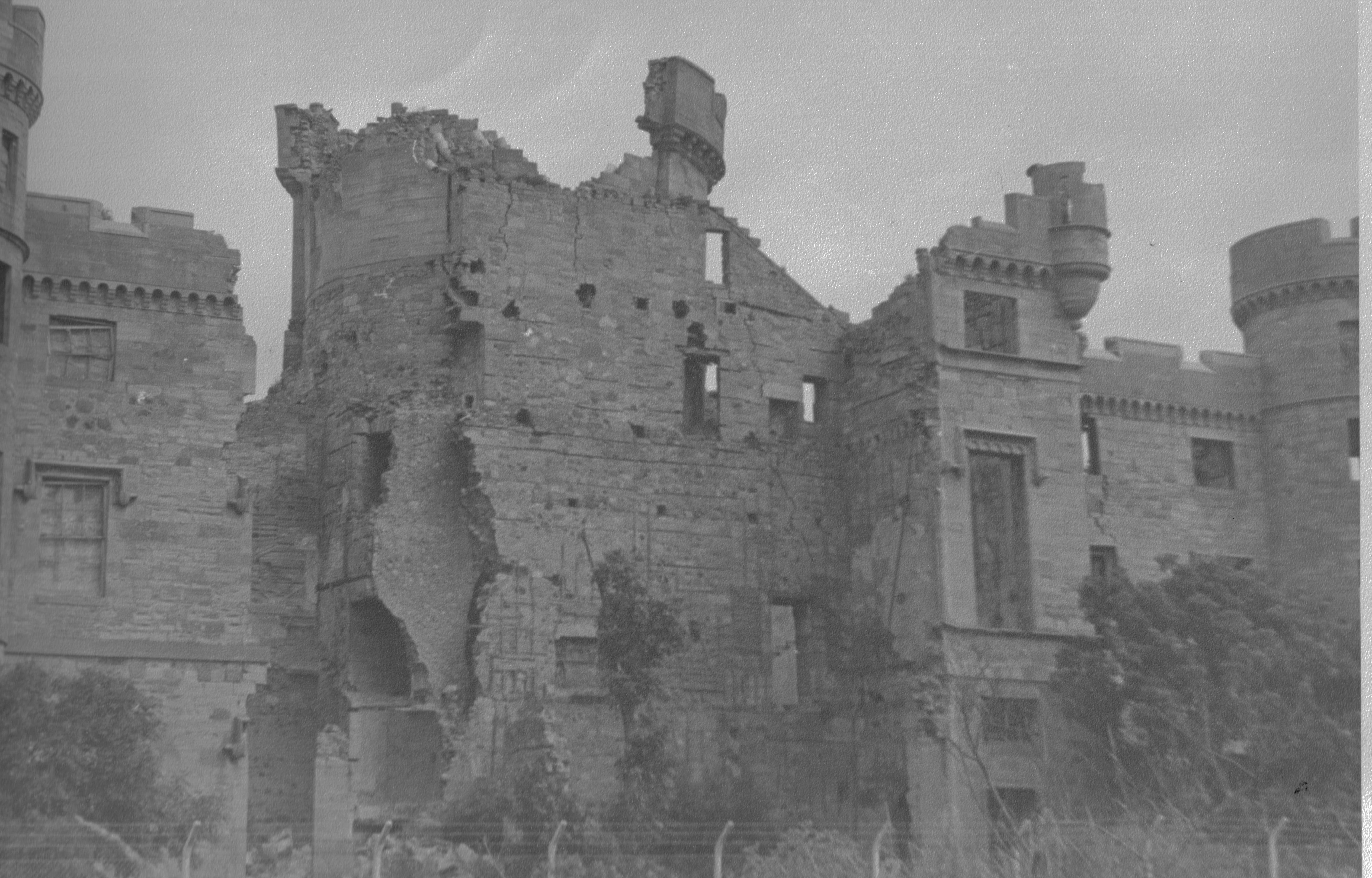 Eglinton_castle_ruins_1965.jpg