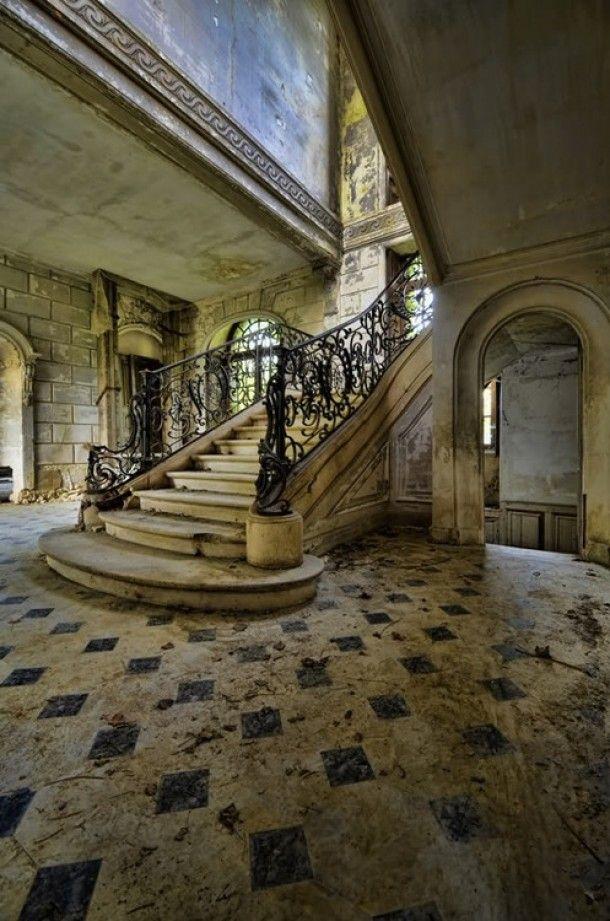 Mansion_Abandonedf.jpg