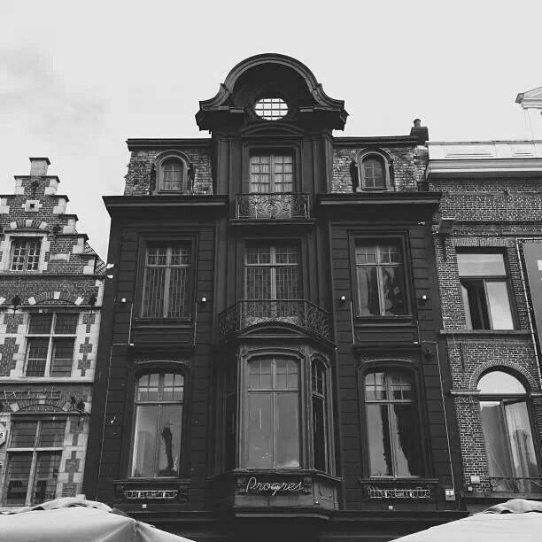 van_helsing_home.jpg