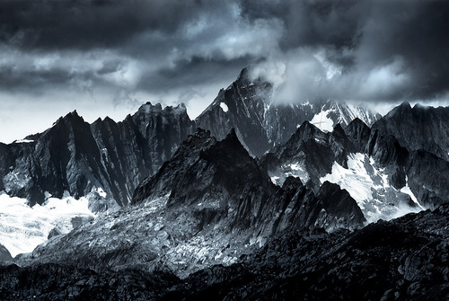 Dark_Mountains.jpg