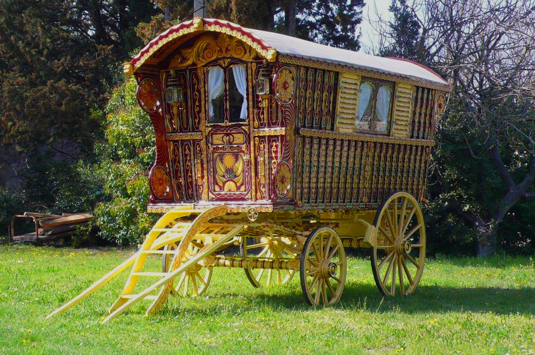 1902-original-Hearst-gypsy-wagon-full-1.jpg