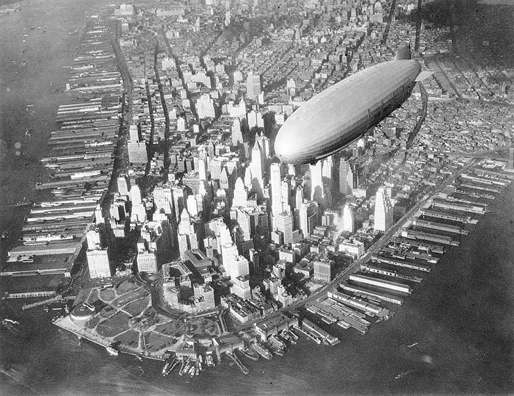 Uss-akron-blimp-manhattan.jpg