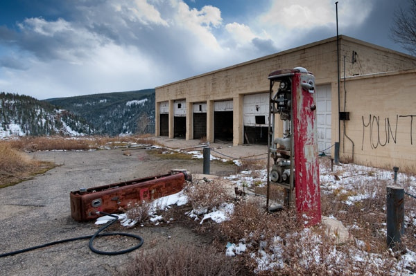 abandoned_gas_station.jpg