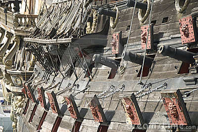 cannons-pirate-ship-15546413.jpg