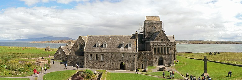 Iona_Abbey._Panorama.jpg