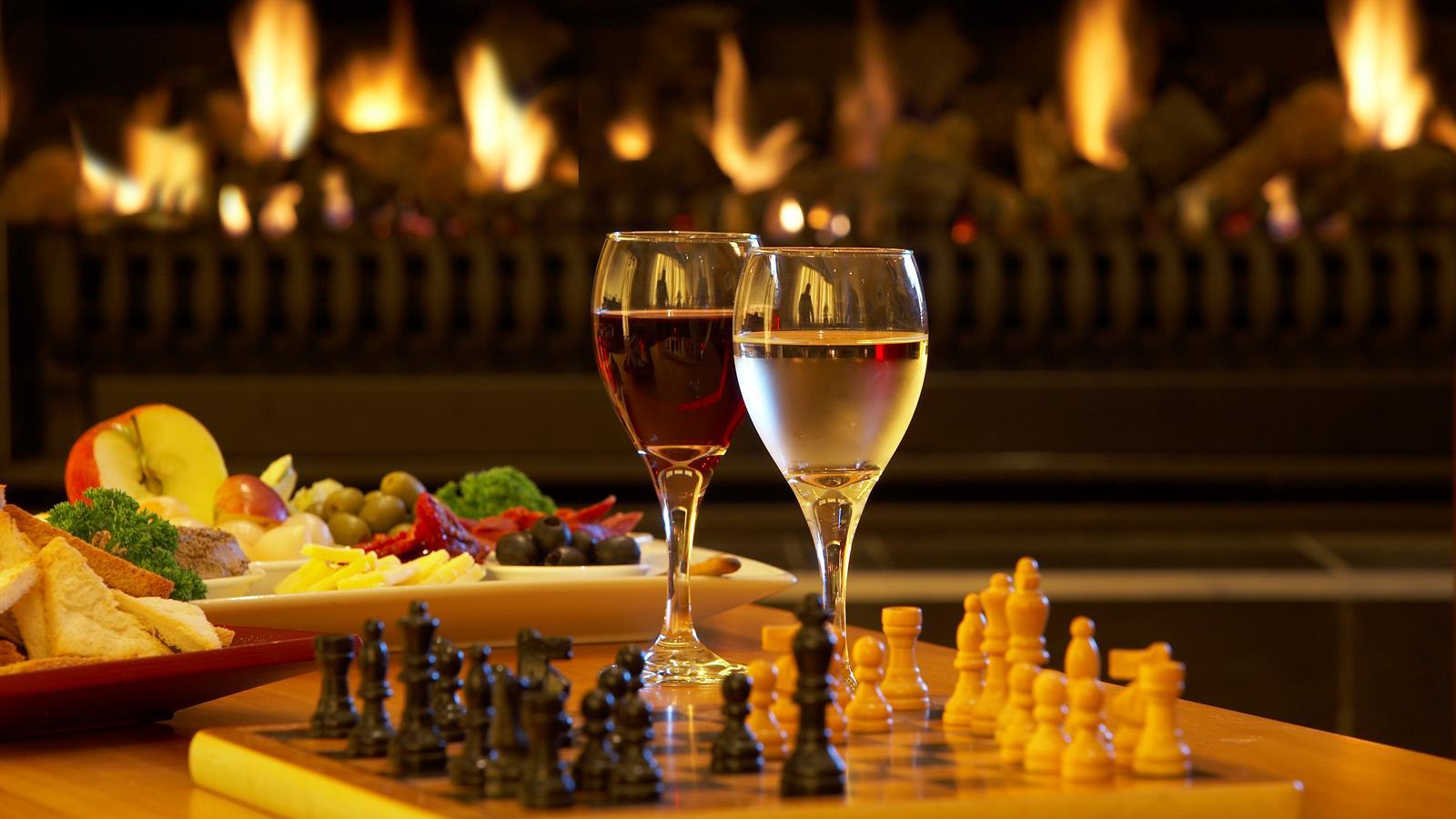 Chessboard_and_Wine.jpeg