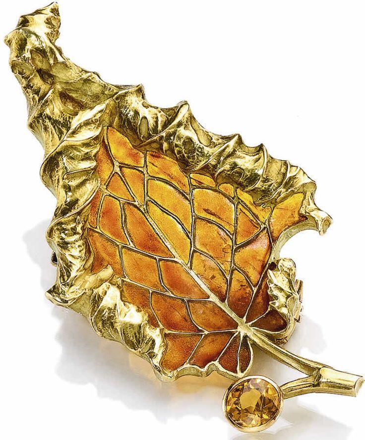 Invictus_Gangrel_Mirko_Collection_-_Golden_Autumn_Clasp.jpg