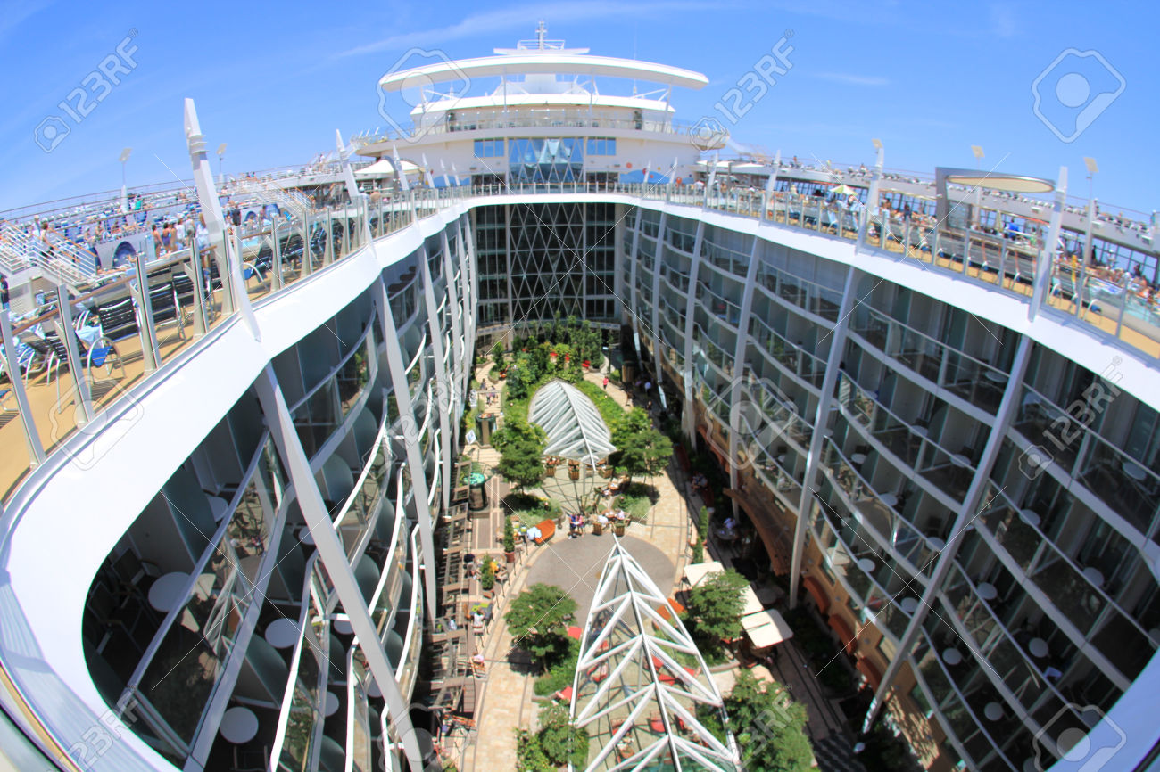 28723380-FORT-LAUDERDALE-USA-MAY-11-Royal-Caribbean-Oasis-of-the-Seas-sailing-from-Fort-Lauderdale-USA-on-May-Stock-Photo.jpg