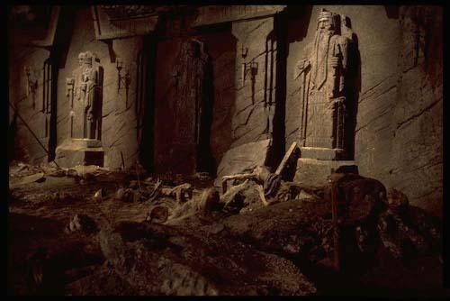 ancient_tomb-ca1e4e5e54393a3233da7a951c6402b7b99a5b27657d187f53ca62ff7e62c7df.jpg