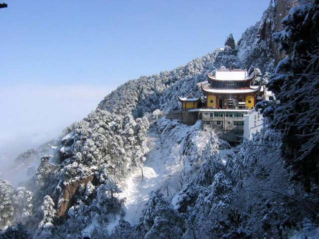 jiuhua_mountain_temple.jpg