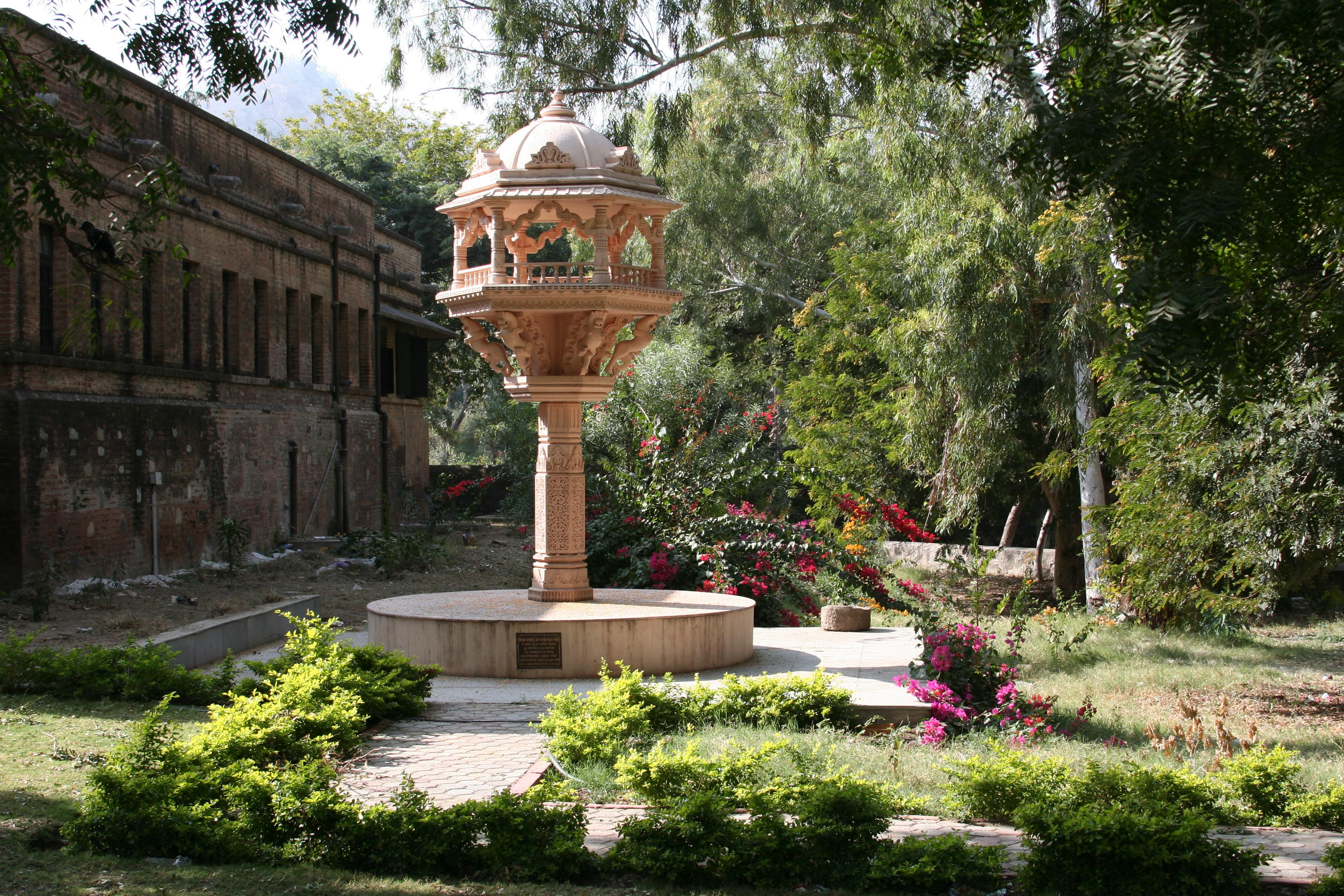 ranakpur_jain_temple_garden_2940_jpg_original.jpg