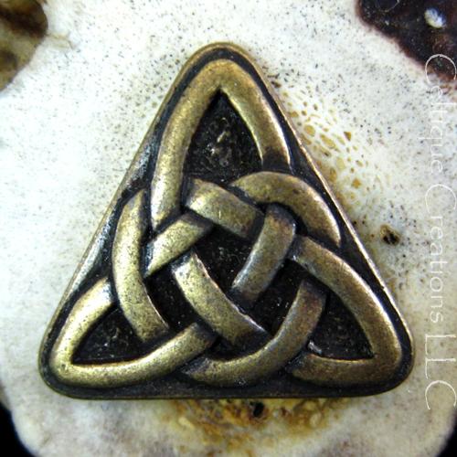 celtic_triangle_knot_deer_antler_kilt_pin_handmade_cap_badge_brass_133cfbc6.jpg