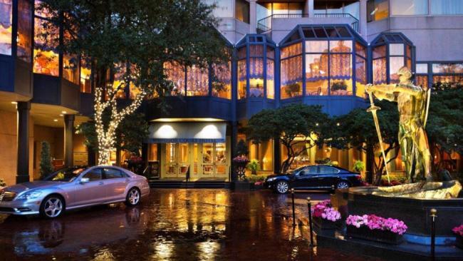 Windsor_Court_Hotel_Exterior.jpg