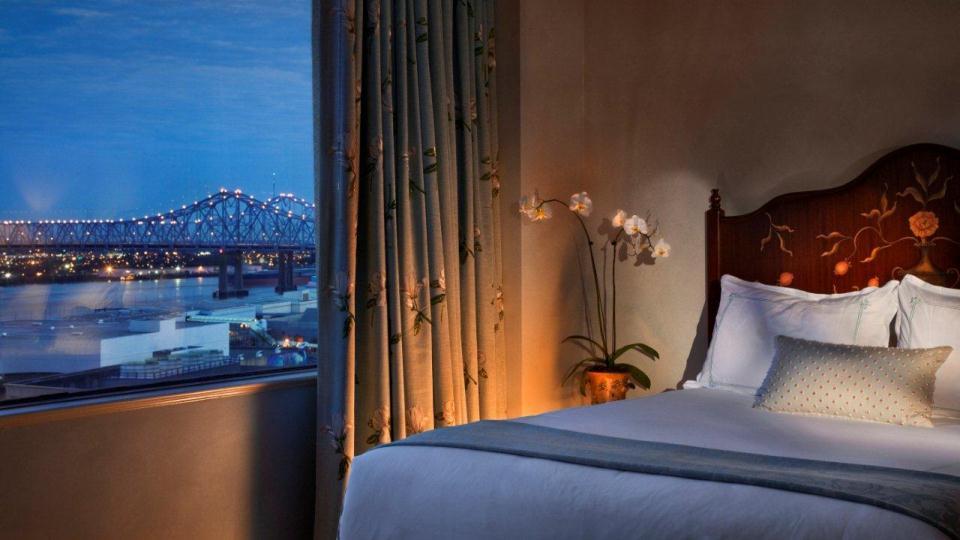 Standard_Guest_Room_-_King.jpg