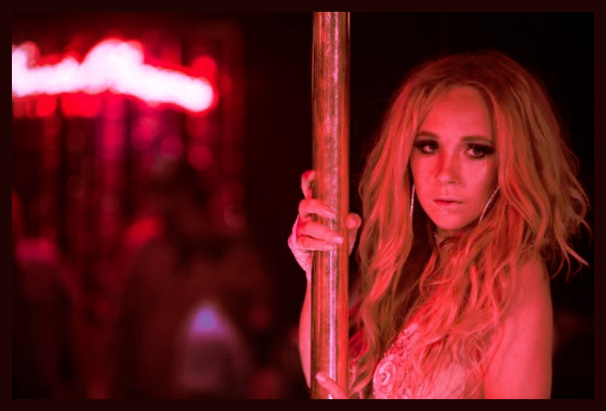 juno_temple_stripper.jpg