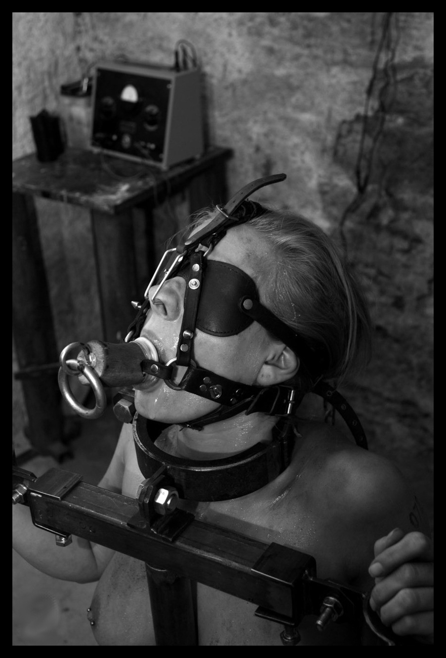 sm-bdsm-torture-tortured-steel-bondage-pain-punished-tortured-slaves-girls-0281.jpg