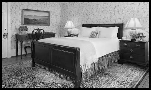 full-size-guest-room-main-house.jpg