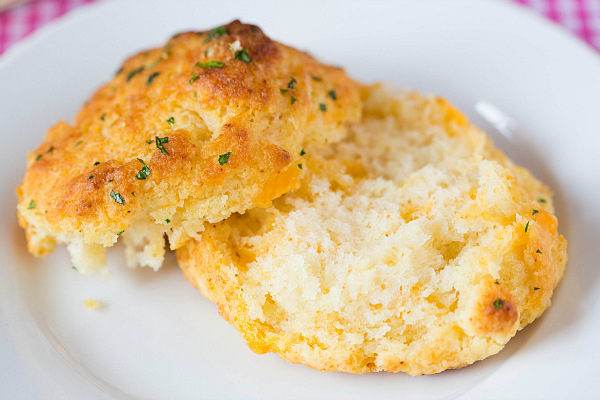 cheddar-bay-biscuits-37-600.jpg