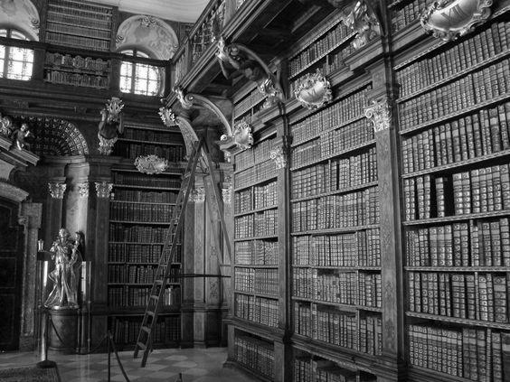 Esztergrad_Library.jpg