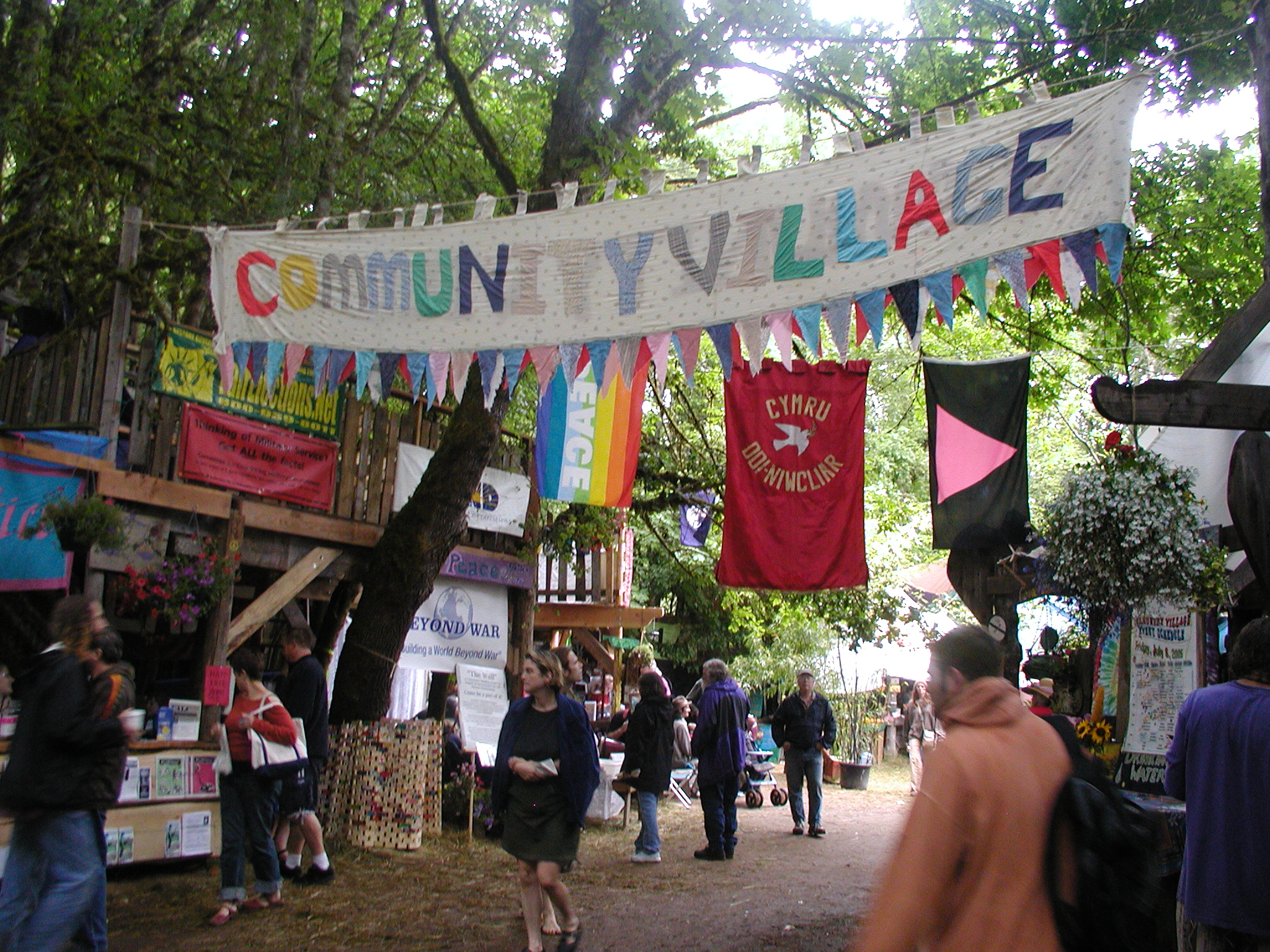 Oregon_Country_Fair_2005_Community_Villiage.jpg
