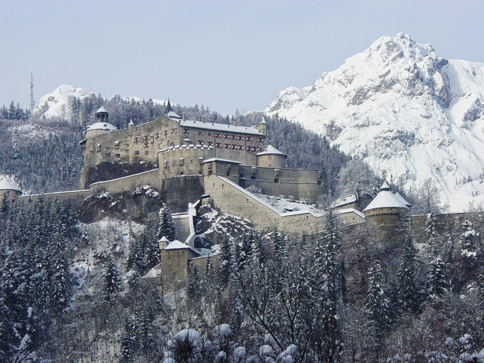 Burg_Hohenwerfen_2__Beautiful_Castles_With_Breathtaking_Scenery.JPG