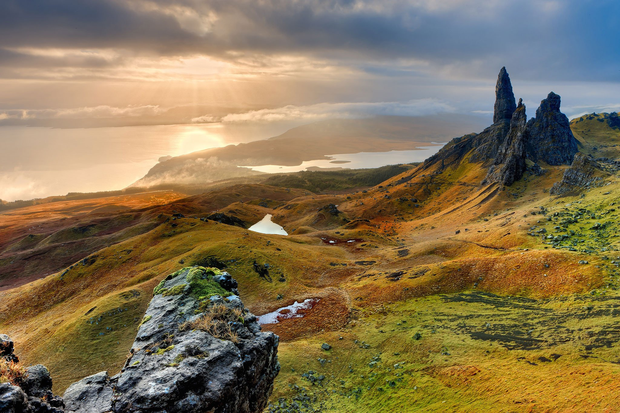 mountains_landscape_nature_Scotland_Isle_of_Skye_ocean_sea_2048x1365.jpg