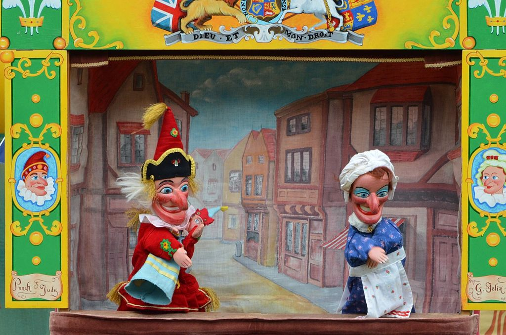 1024px-Islington_Punch_and_Judy.JPG
