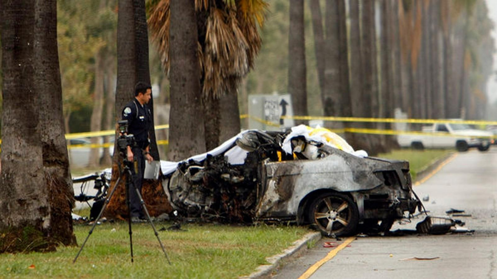 The-wreckage-of-the-car-crash-that-killed-journalist-Michael-Hastings..jpg