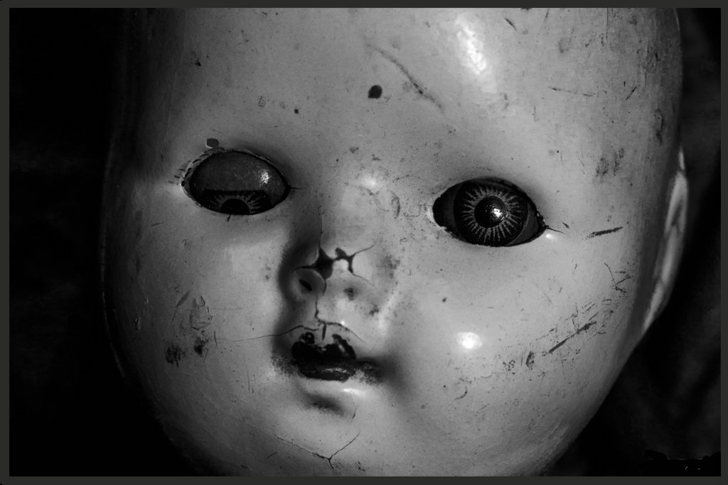 close_up_creepy_doll_face_by_maddyfield-d8vp9dq.jpg