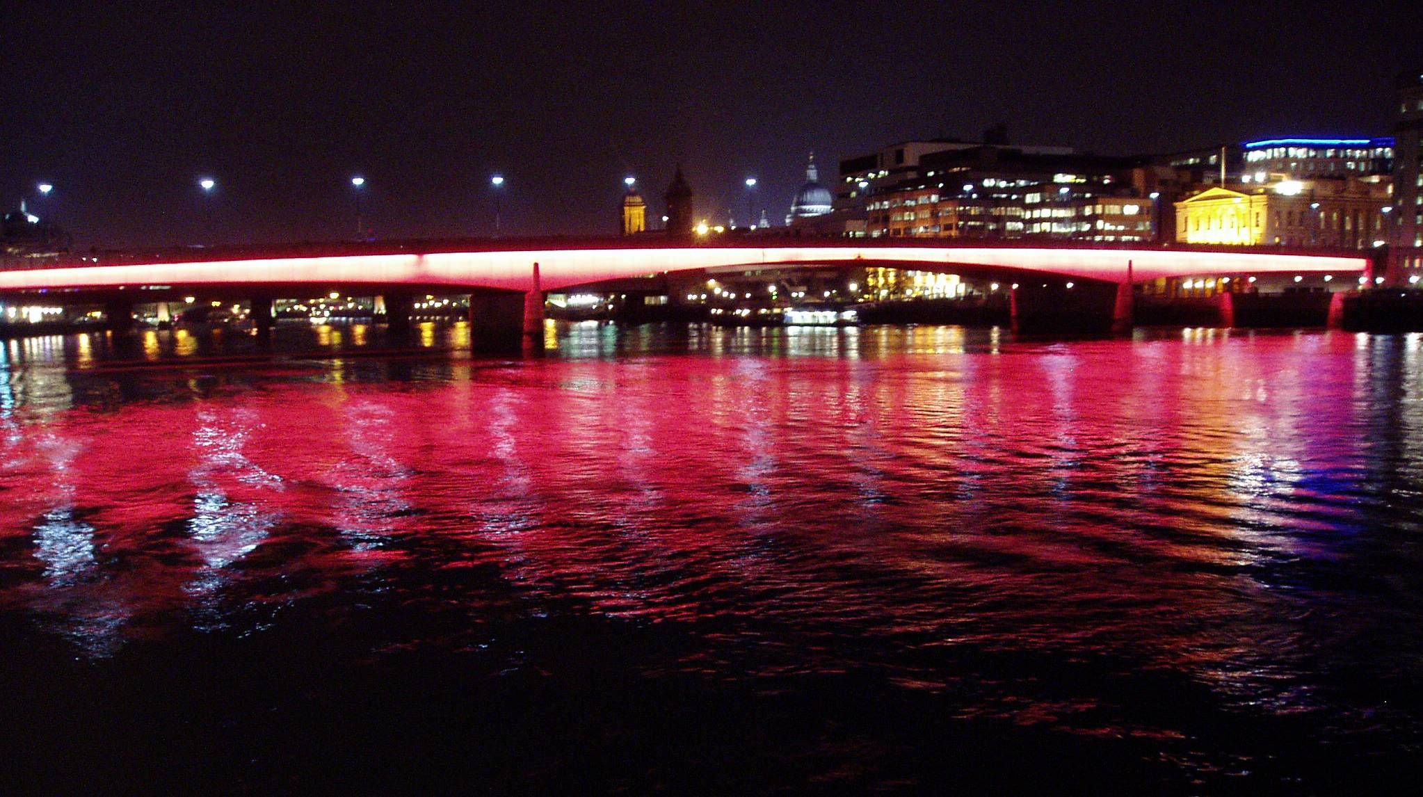 londonbridgeatnight.jpg