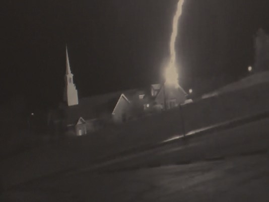 church_lightning_strike5_1489436023654_8962997_ver1.0.jpg