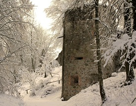 ruins_in_the_snow_by_jannitraumtaenzerin-d6wt5r4.jpg