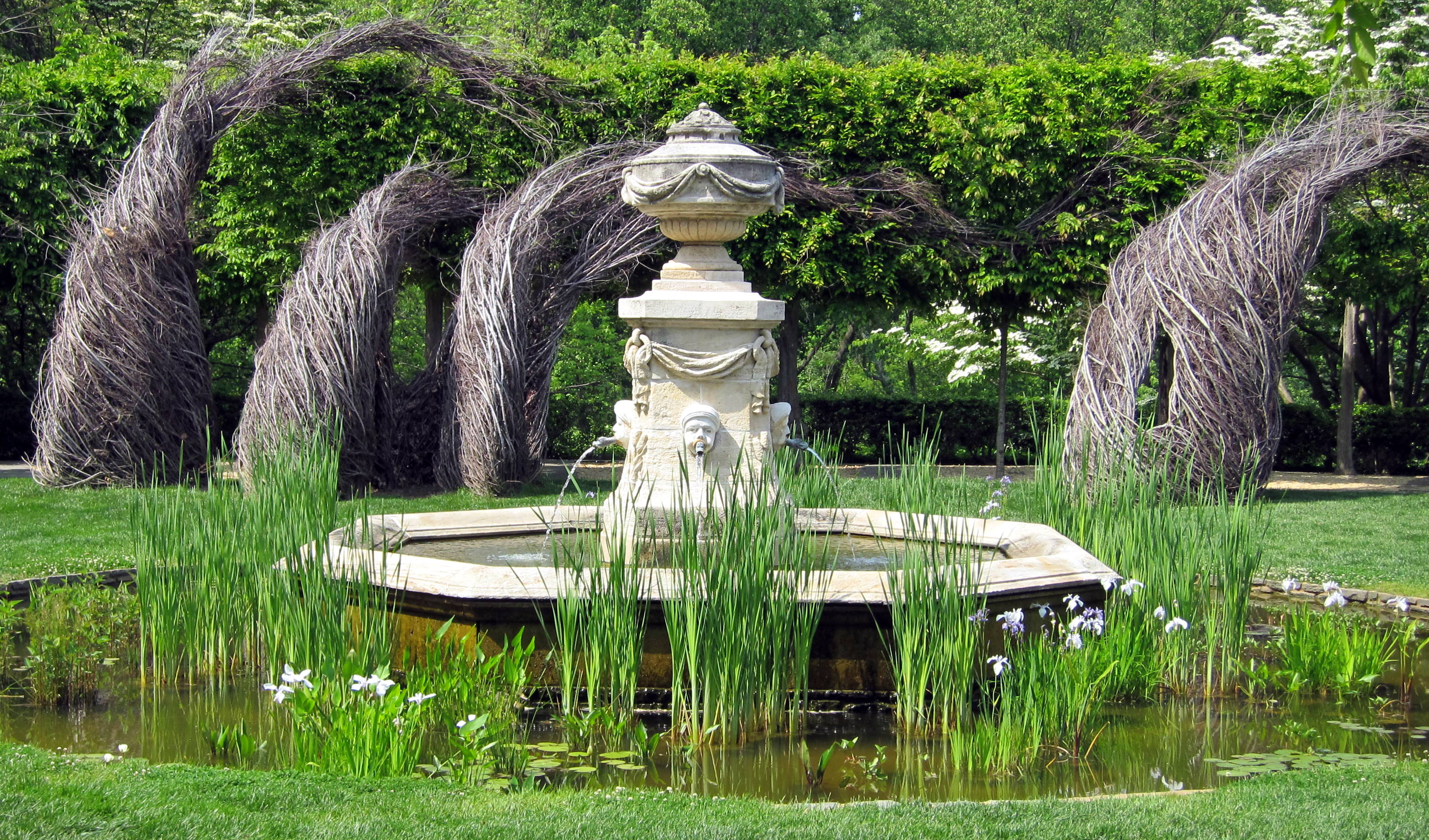 Dumbarton_Oaks_-_fountain.jpg