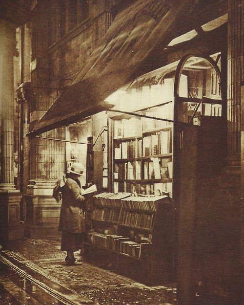 sicilian-avenue-london-1920s-1418476781_org.jpg