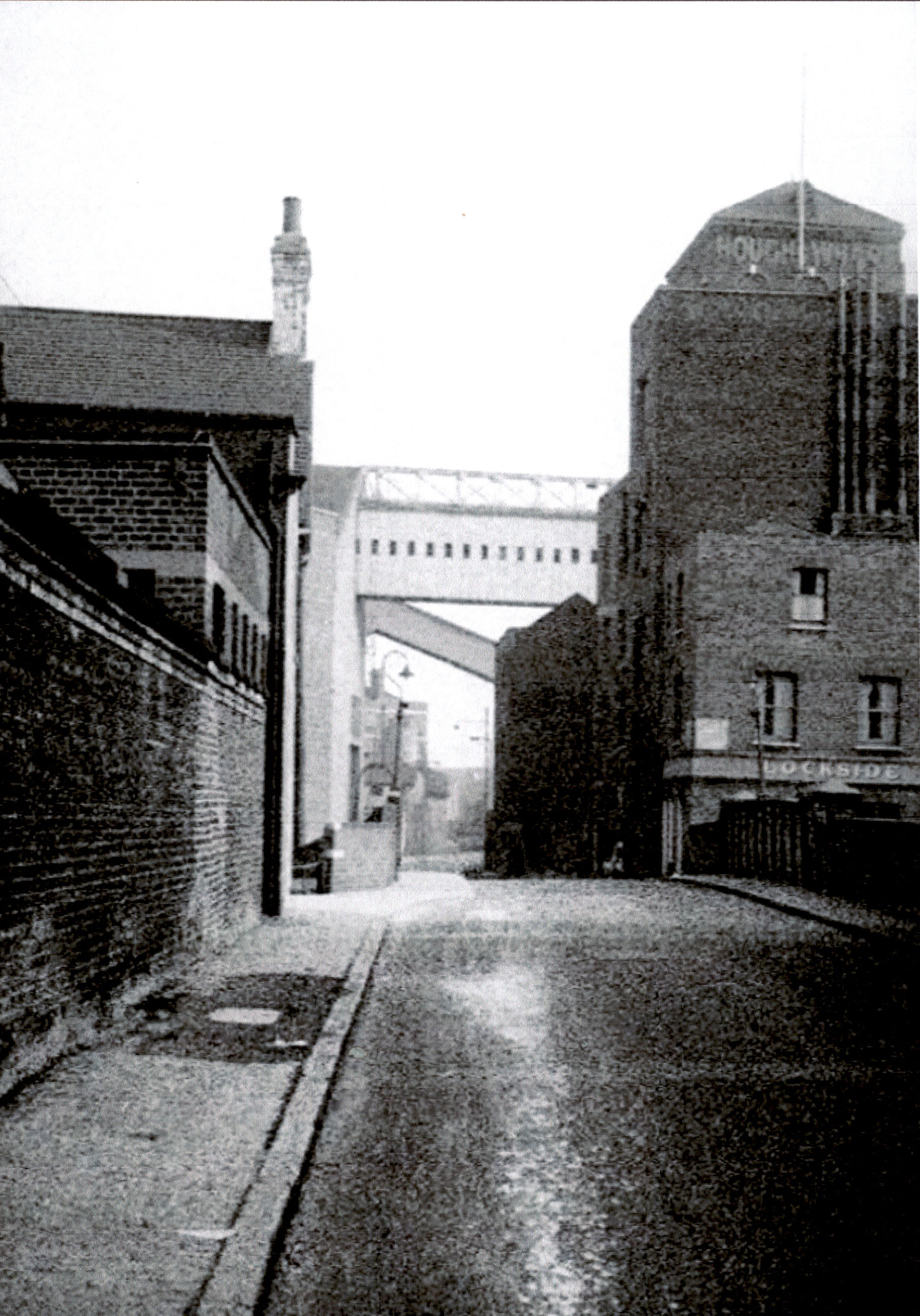 narrowstreet2.jpg