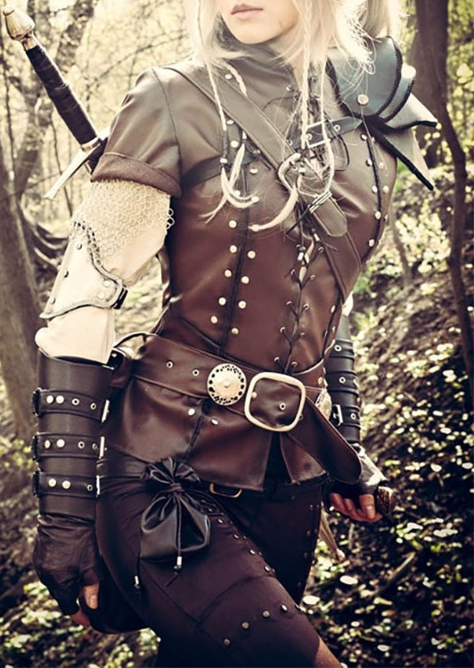 10_2__nice_leather_armour_and_outfit__only_missing_the_bow_and_arrows.jpg