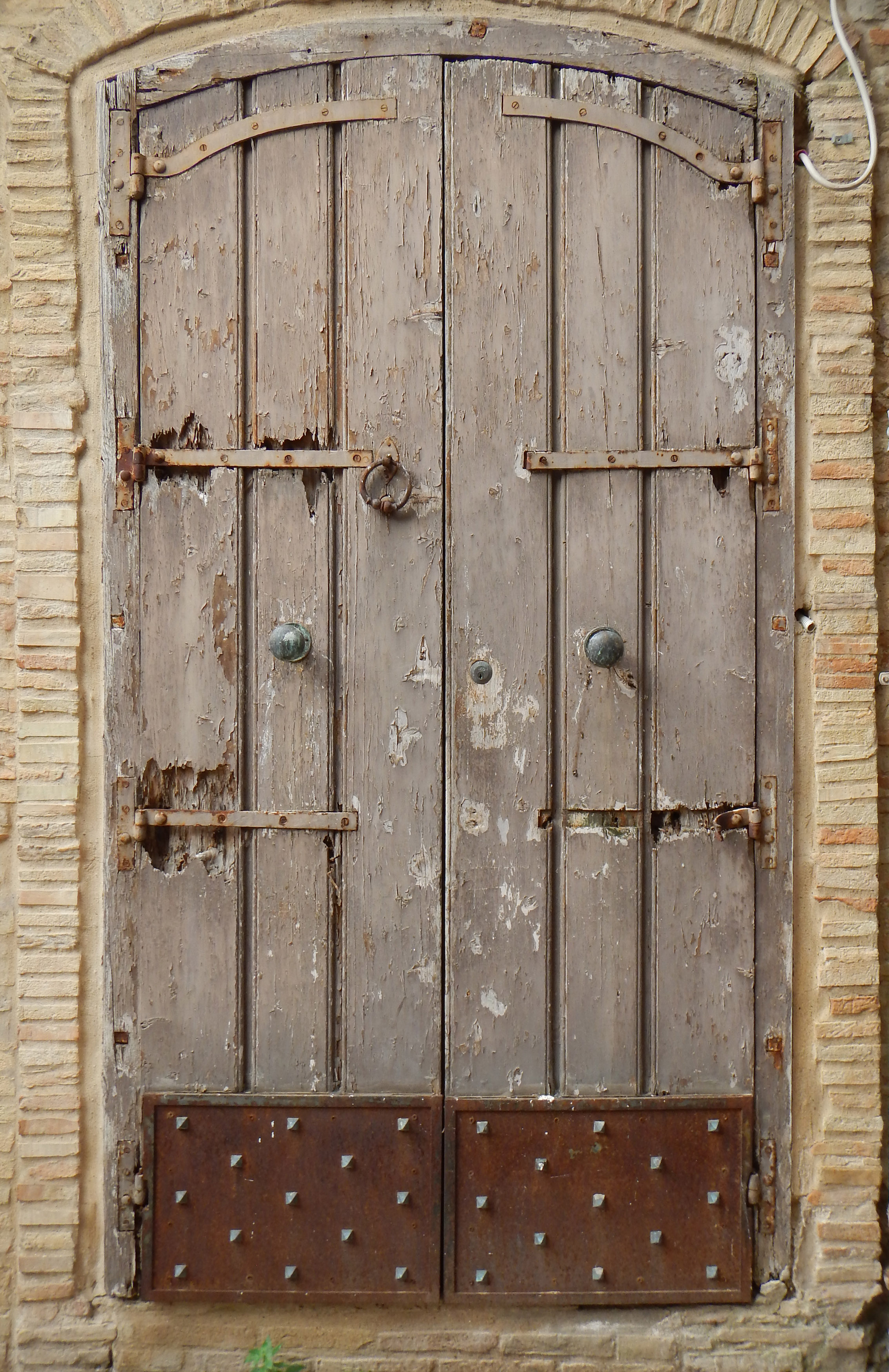 old_medieval_door_with_rusty_bottom_20130903_1829976859.jpg