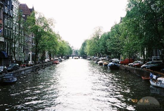 herengracht-canal-amsterdam.jpg
