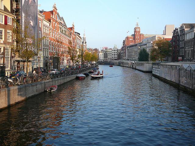 Singel-canal-Amsterdam.jpg