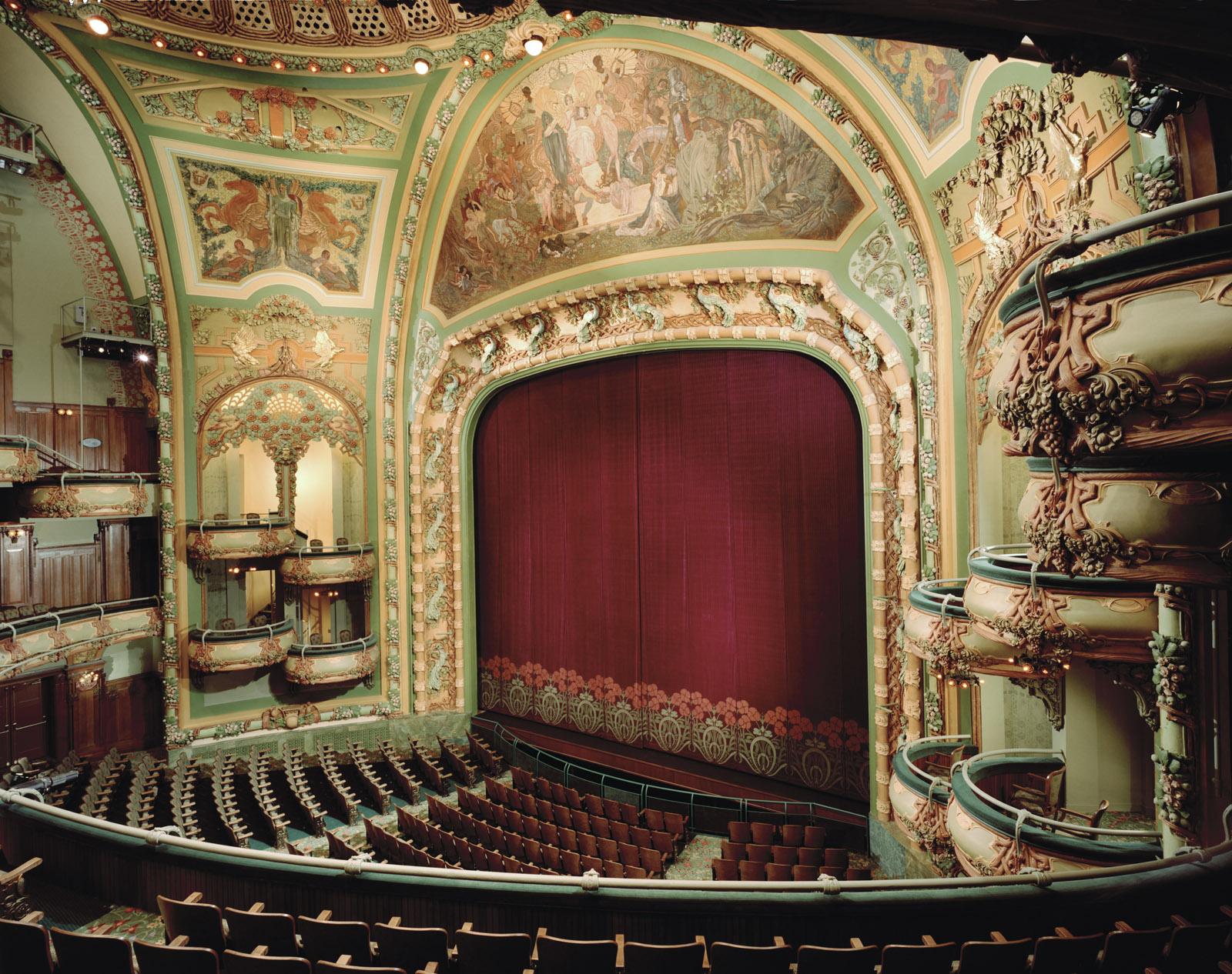 New_Amsterdam_Theatre.jpg