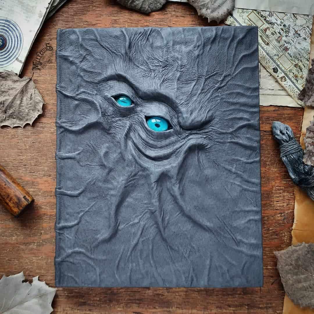 Handmade-leather-journals-63__2_.jpg