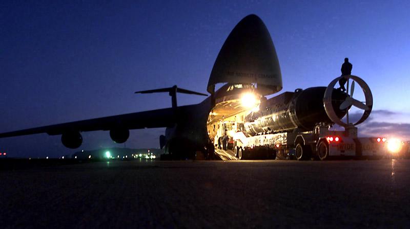 Night-loading_submarine.jpg