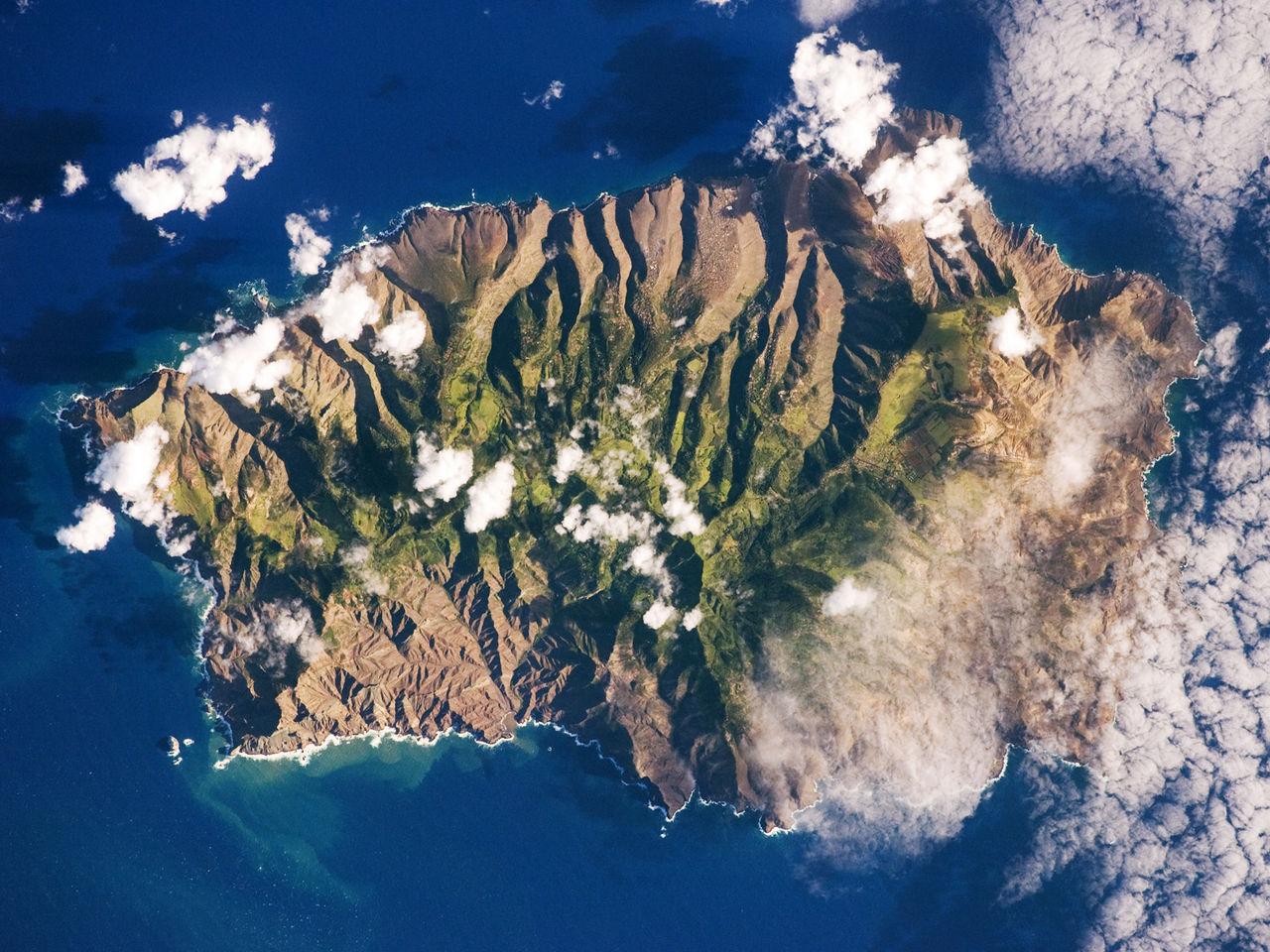 Saint_Helena_Island.jpg