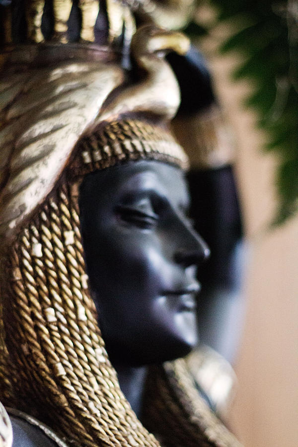 egyptian-statue--female-lindy-spencer.jpg
