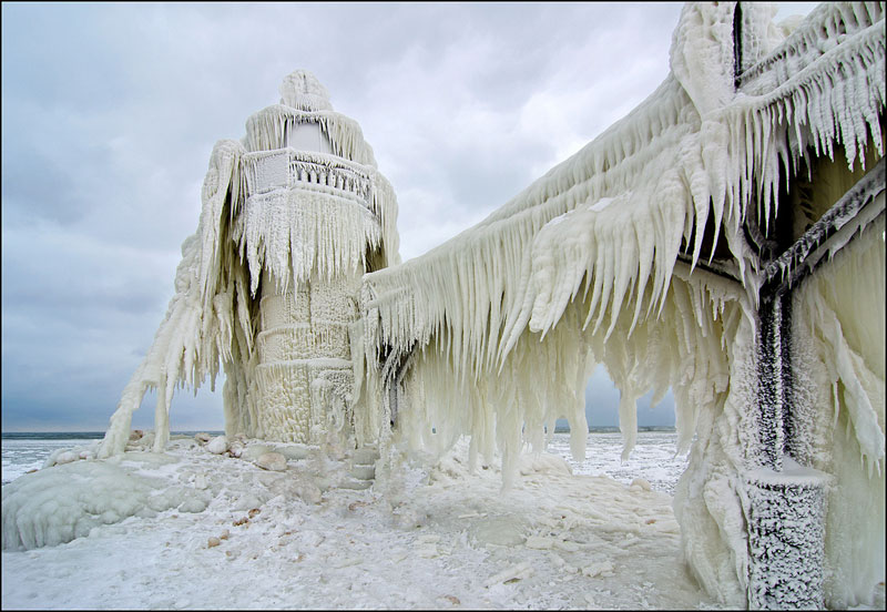st-joseph-pier-outer-lighthouse-covered-in-ice-michigan-3.jpg