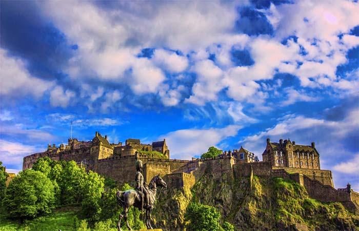 Brightstone_Castle.jpg